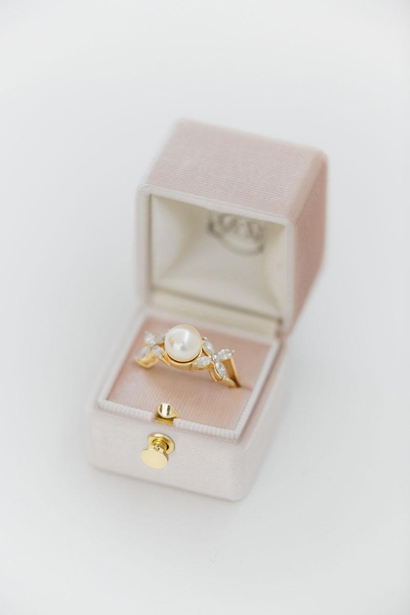 Bark-and-Berry-Petite-Blush-classic-lock-vintage-wedding-embossed-engraved-enameled-monogram-velvet-ring-box-001-2