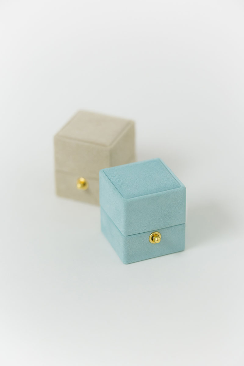 Bark-and-Berry-Petite-Lagune-Anne-classic-vintage-lock-wedding-embossed-engraved-enameled-individual-monogram-velvet-suede-ring-box-001