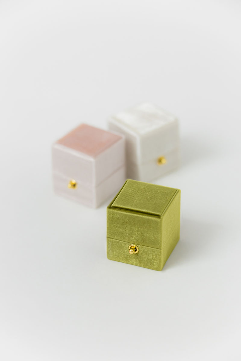 Bark-and-Berry-Petite-Olive-Blush-Ivory-classic-vintage-lock-wedding-embossed-engraved-enameled-individual-monogram-velvet-ring-box-001