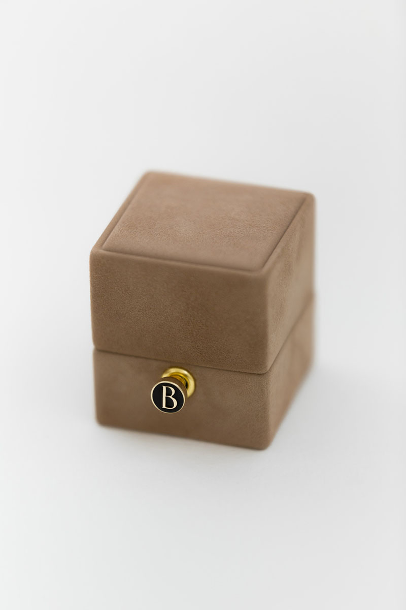 Bark-and-Berry-Petite-Peanut-classic-vintage-engraved-lock-wedding-embossed-enameled-individual-monogram-velvet-suede-ring-box-003