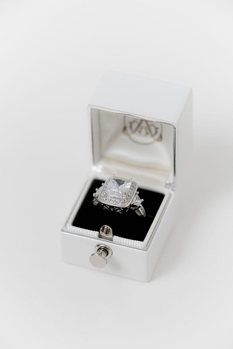 Bark-and-Berry-White-petite-classic-lock-vintage-wedding-embossed-engraved-enameled-foil-edge-monogram-velvet-leather-ring-box-002