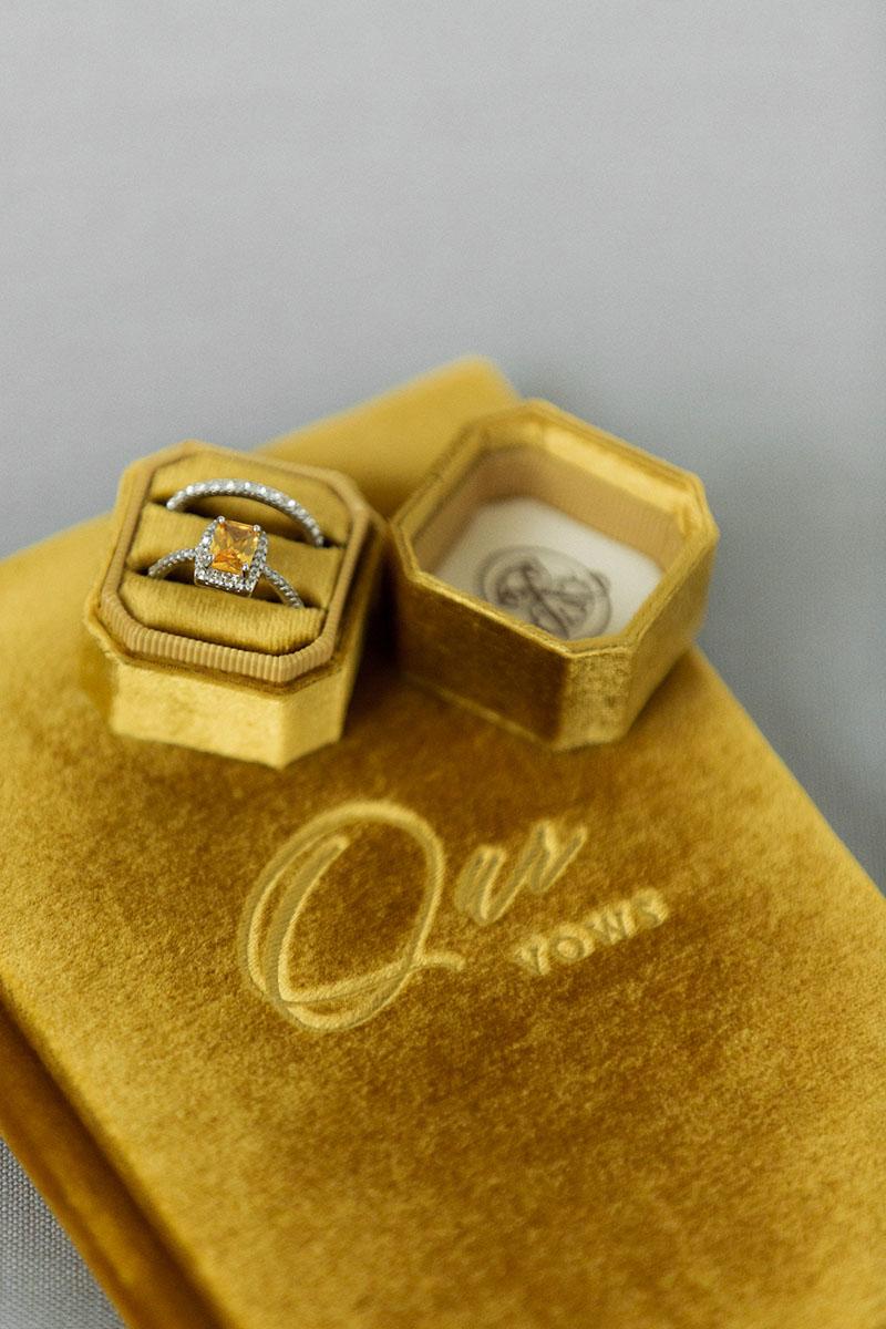 Bark-and-Berry-Amber-vintage-velvet-wedding-embossed-engraved-enameled-monogram-vows-folder-book-ring-box-10х15-002