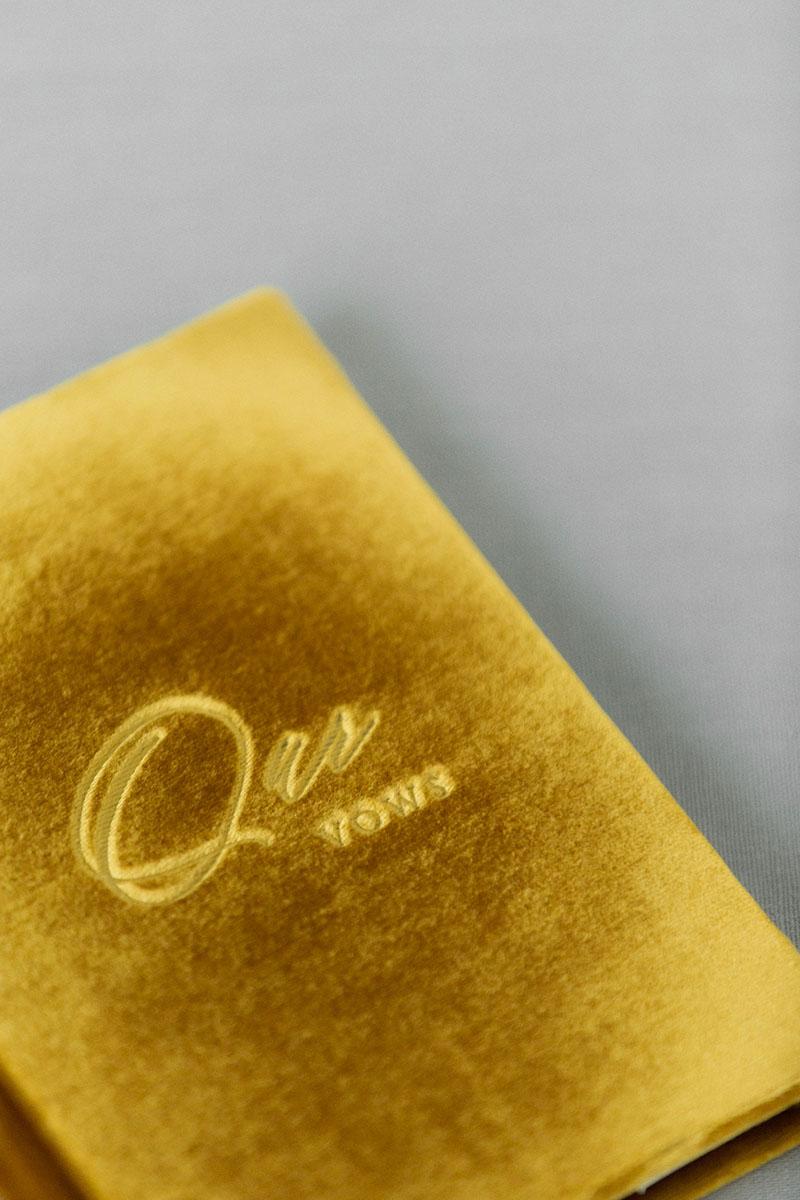 Bark-and-Berry-Amber-vintage-velvet-wedding-embossed-engraved-enameled-monogram-vows-folder-book-ring-box-10х15-004