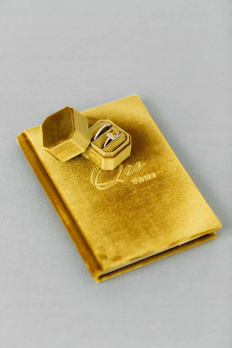 Bark-and-Berry-Amber-vintage-velvet-wedding-embossed-engraved-enameled-monogram-vows-folder-book-ring-box-10х15-005